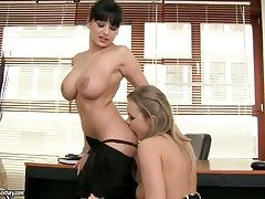 Brunette lovemaking kitten roughly heavy bosom finds Colette W.